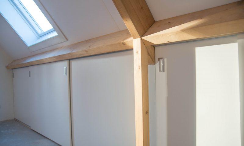 Knieschotten – Inbouwkasten op zolder